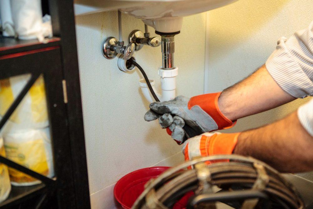 افضل طرق لتسليك  الحمامات وماهي اضرار ترك الحمامات بدون نظافة ؟