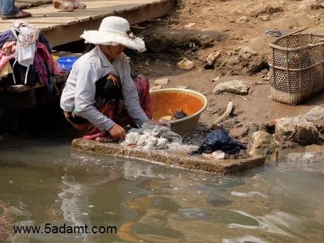 washing-clothes-465x349
