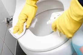 ٦ طرق لتنظيف الحمام